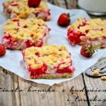 Kruche ciasto z budyniem i truskawkami (z owocami)