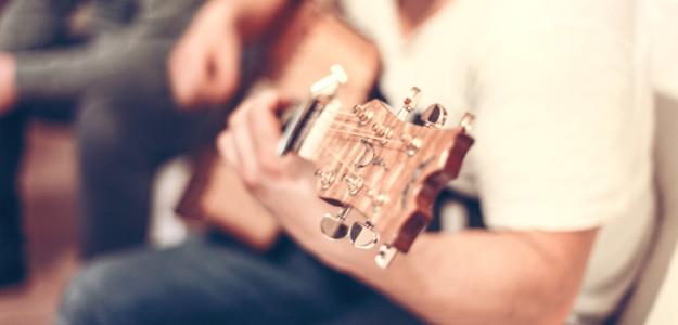 guitar-man-music-1221-825x550