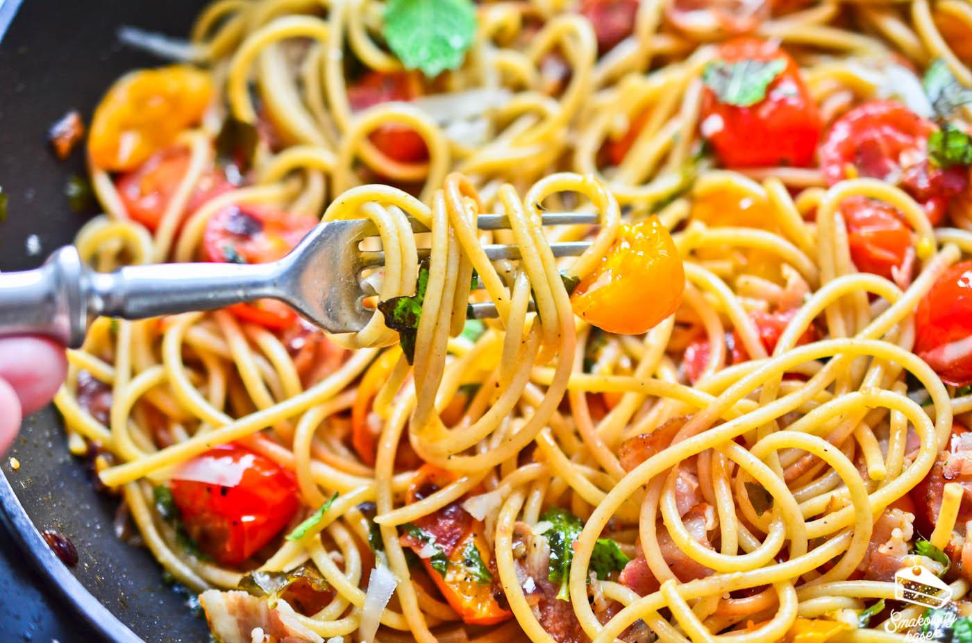 spaghetti-z-pomidorami-boczkiem-i-mieta-1-of-1-4