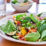 Sałatka z kaszą i pieczonymi warzywami