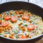 Omlet z kurkami i szparagami