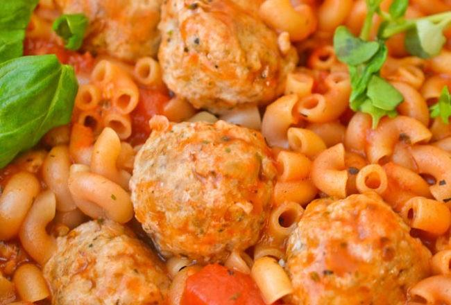 pulpeciki z makaronem w sosie pomidorowym (1 of 1)